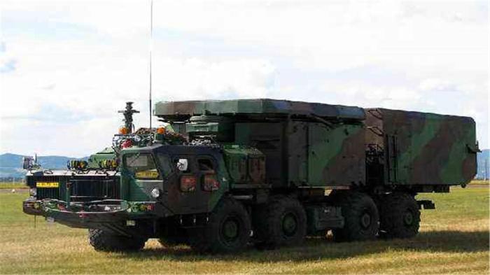 乌运输机空降美基地,拉出S300防空雷达系统