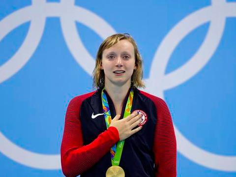 游泳世锦赛莱德基接连退出两大主项,无缘四连冠,天才少女咋了?