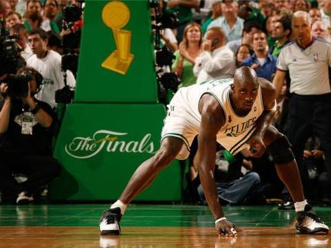 NBA历史最强前5顺位:第5顺位韦德,探花乔丹无悬念,那状元呢?