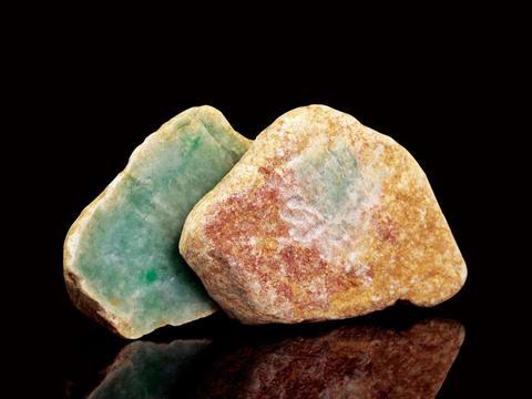 赌石风险大,我们该如何选择翡翠原石?这些方法值得学习