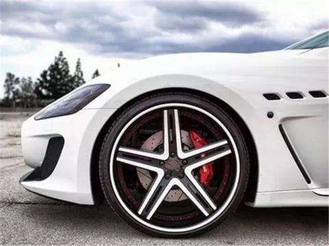 小偷为何只偷4个螺丝不偷轮胎?修理师傅:因为它比轮胎贵!