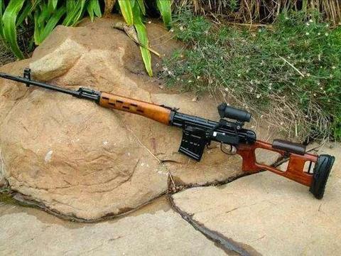 这把狙击步枪可以上刺刀有放大版AK47突击步枪之称