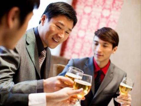 面试官:公司业务员必须会喝酒,请问你能喝吗?怎么回答比较合理