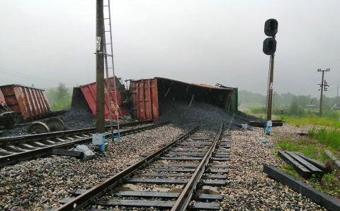 俄罗斯一运煤火车脱轨 造成铁路运输中断