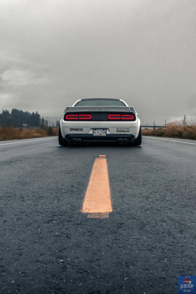 """一辆""""宽上加宽""""的道奇Dodge挑战者Challenger!"""