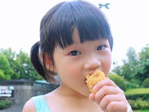 忠告:娃再馋3早餐勿吃,损伤脾胃和大脑,明智家长都不买