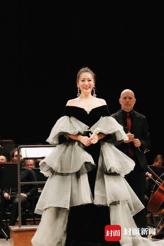 谭晶放歌达芬奇国际艺术节 并获颁杰出贡献大奖