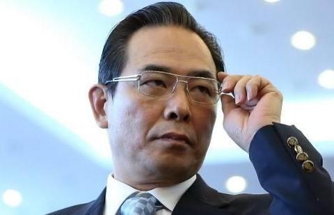 他是中国体坛的功勋人物多次获得了世乒赛男团冠军男双混双的冠军