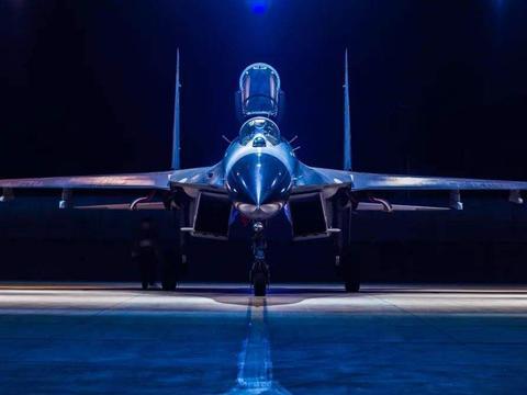 """""""侧卫""""苏-27为啥得到军事家的青睐?看看这空战性能,太惊艳了"""