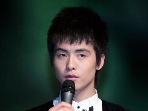 他的成名曲因版权问题遭禁,却被写入日本教材,网友:为国争光!
