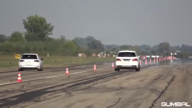 视频:800马力奔驰ML63 AMG LA性能vs保时捷Macan