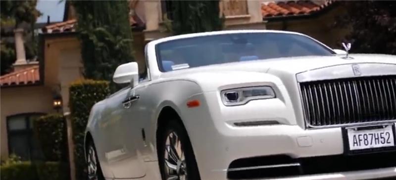 670万劳斯莱斯现街头,看到内饰那一刻,就知这车和王思聪是同款