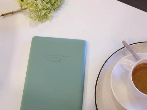 Kindle Paperwhite 有了彩色外壳:烟紫、玉青、雾蓝焕彩来袭