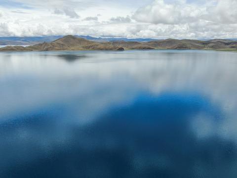 """中国科学家首次对西藏""""圣湖""""羊卓雍错全面测深"""