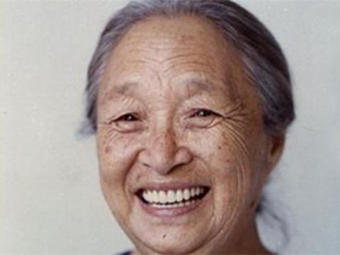 60岁才开始拍戏,因病去世千人送行,孙子葬身天津爆炸事件