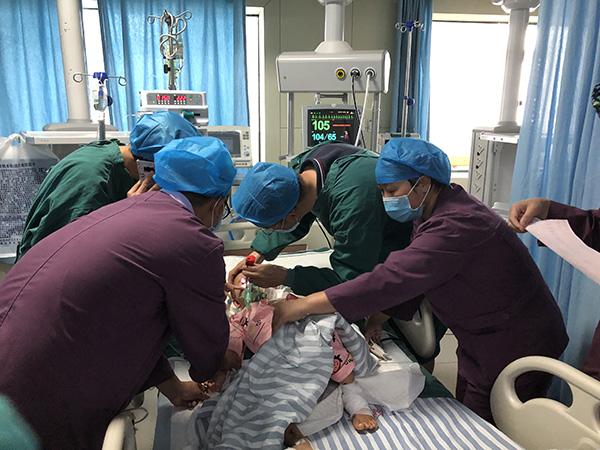 贵州水城3岁男孩山体滑坡后成遗孤 今赴省城治疗|山体滑坡|水城