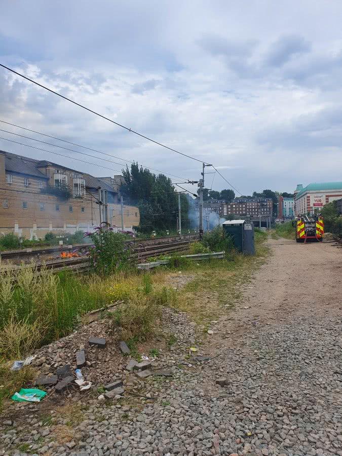 线路起火铁轨变形 欧洲基建快扛不住酷热了(图) 铁轨 起火