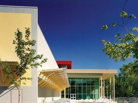 兰里公立教育局:学生毕业后可进入北美洲顶尖大学,名校跳板!