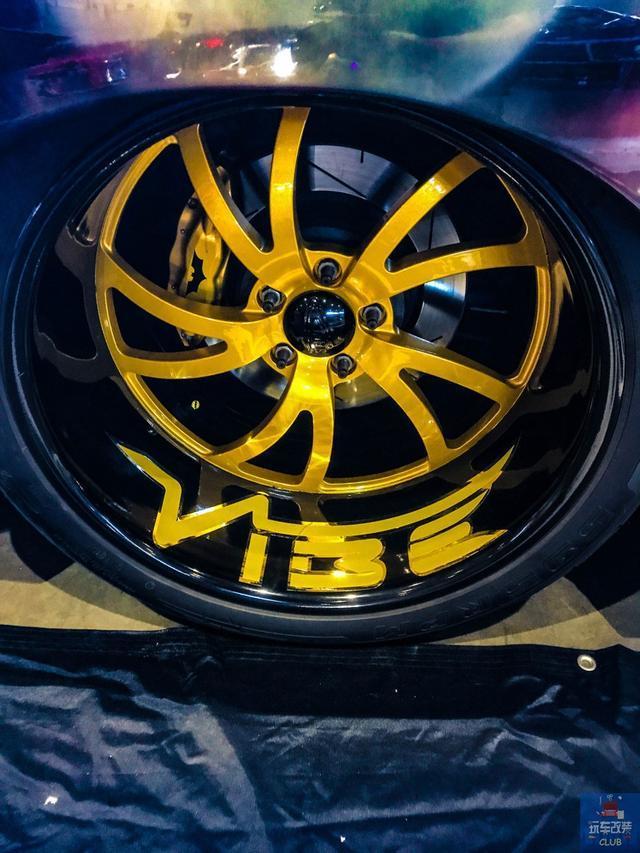 """一辆""""蝙蝠侠布满全车""""的2001年霍顿 Holden Commodore Ute!"""