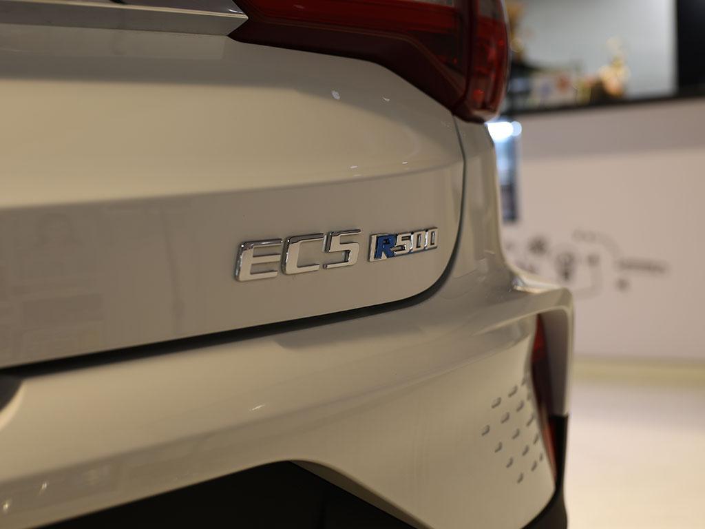 科技/续航双手抓,北汽新能源EC5上市,售9.99万元起