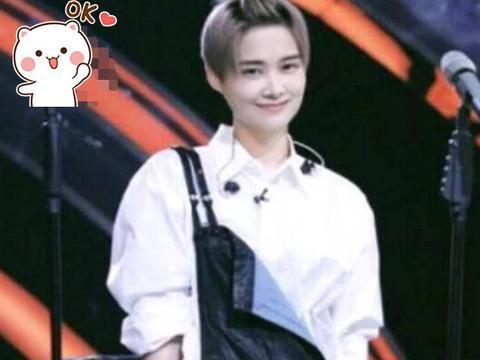 """比男生还帅的李宇春,终于""""扎""""起了头发,真的好有少女心!"""