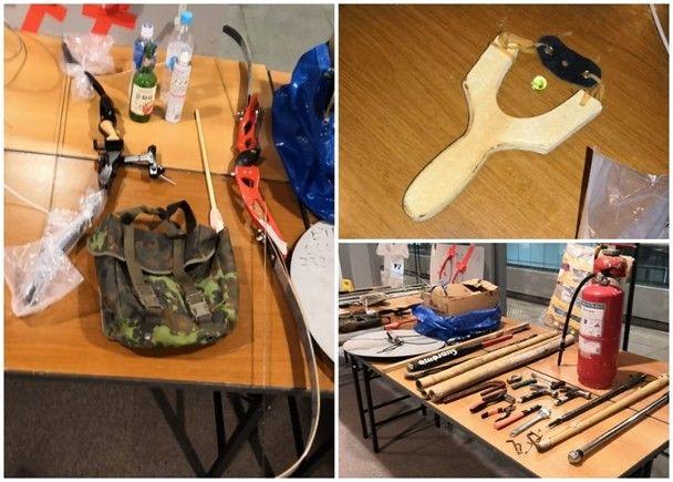 警方在示威现场缴获的弓箭(左图)、弹弓(右上)、灭火筒和棍棒等(右下)。来源:香港东网