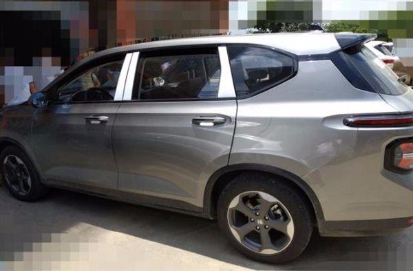 宝骏新车RM-5到店实拍,水泥灰比宋MAX有质感,爆款预定?