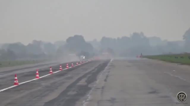 视频:600匹马力的奥迪TT RS 跑直线加速