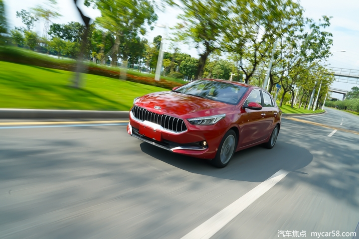 顶配不到13万配置全,百公里油耗5.1L,这台韩系家轿不简单