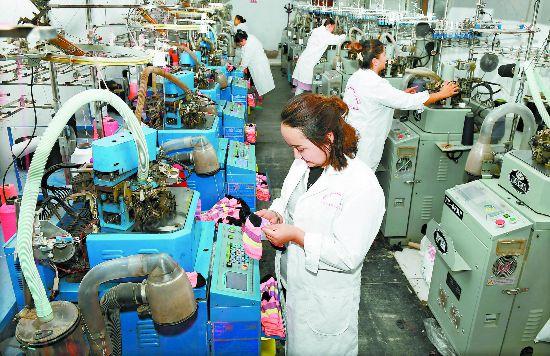 新疆阿图什市:村办企业带动就业