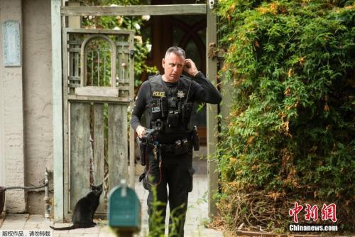 当地时间2019年7月29日,美国加州,警察搜查加州美食节枪击案嫌犯莱根的住所。