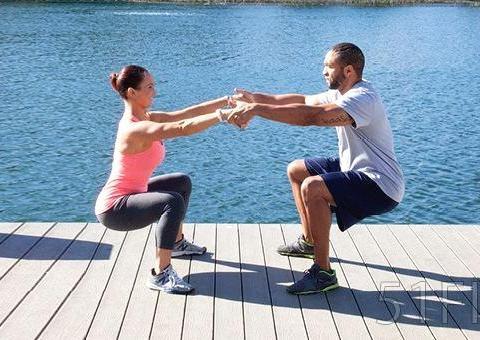 健身丨每天60个下蹲养腿抗衰老