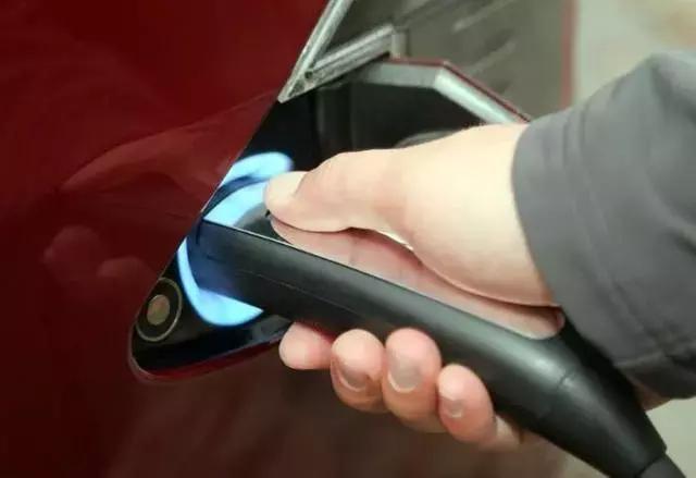 为何有的电动车频频自燃,有的却卖出43万辆一次事故也没有?