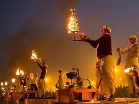 直击印度大壶节,3000万人同时在恒河沐浴,期间共1.2亿人参与