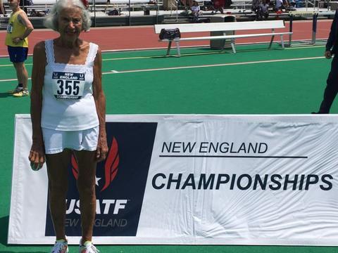 美国女跑者90岁开始跑步 仅过一年打破三项短跑纪录
