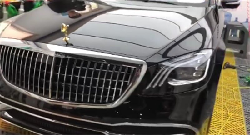 """""""劳斯莱斯版""""迈巴赫S450,车价156万,配欢庆女神标,还是金标"""