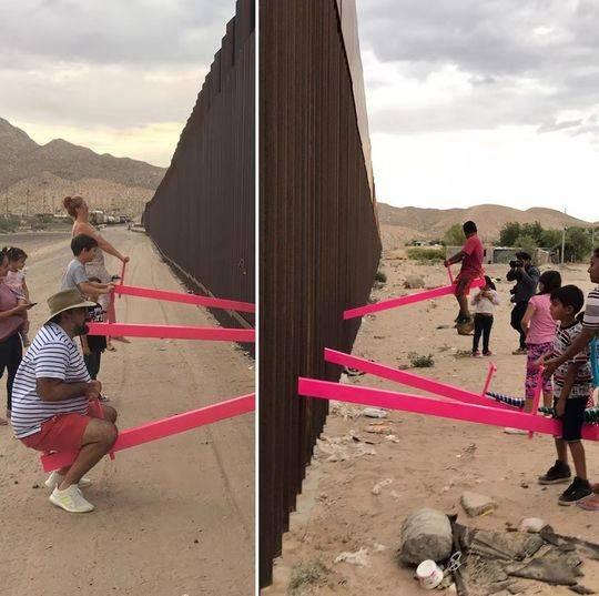 粉红跷跷板横跨美墨边境,两国人民同玩耍抗议特朗普移民政策
