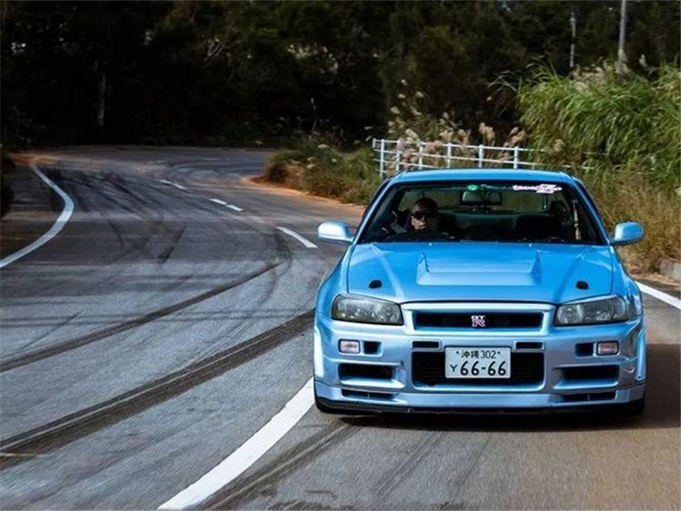 日系车的巅峰之作,追平法拉利的NSX,历时15年打造出来的LFA!