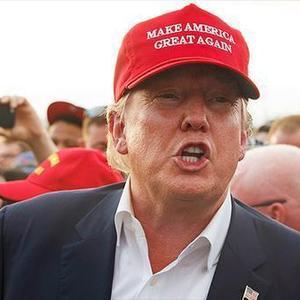 特朗普同款帽惹的祸:曼哈顿一男子遭路人暴打,只因戴了顶帽子