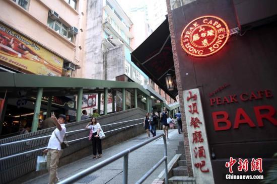 香港旧中环街市假天花坍塌 市民听异响5秒内逃生|中环