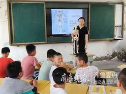 济南大学志愿者在东明为学生们带去科技活动课
