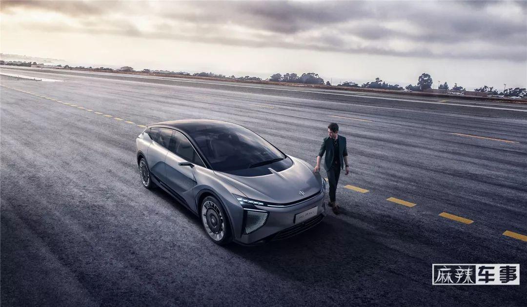 很智能,可学习,会思考,华人运通首款量产车亮相
