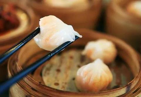 广东超好吃的虾饺,白如冰的饺皮,透着粉嫩的肉馅,入口爽滑!