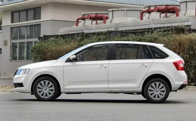 这台两厢车终于熬出头,比Polo便宜4万,配置琳琅满目,注定