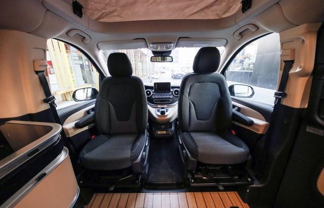 """奔驰又一""""硬货""""来了,座椅可360度旋转,带两张床比GL8更实用"""