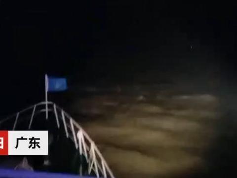 紧急救援9小时:散货船突遇风暴不幸沉船,11人乘救生筏离船失联