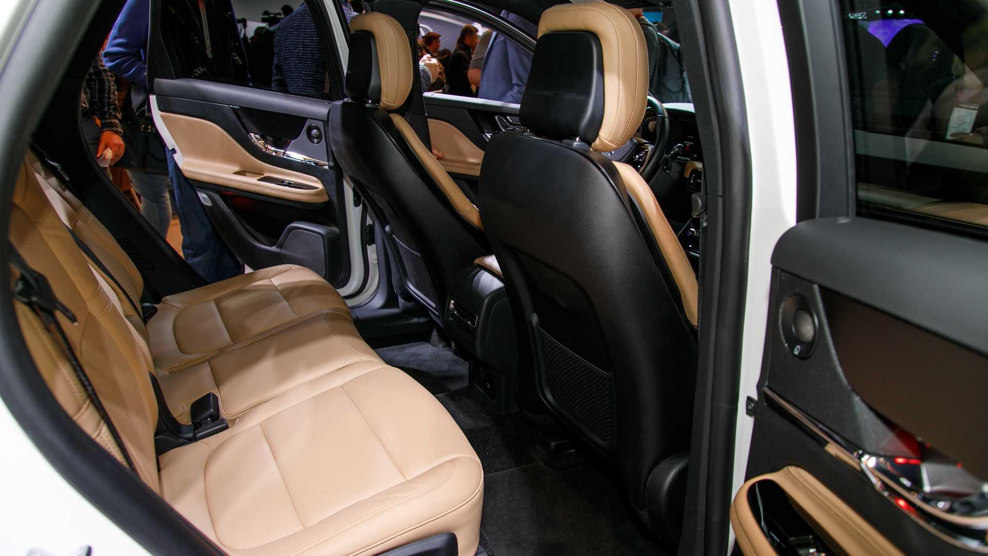 国产林肯悄悄量产,最大紧凑SUV比X1便宜3万,入门253马力