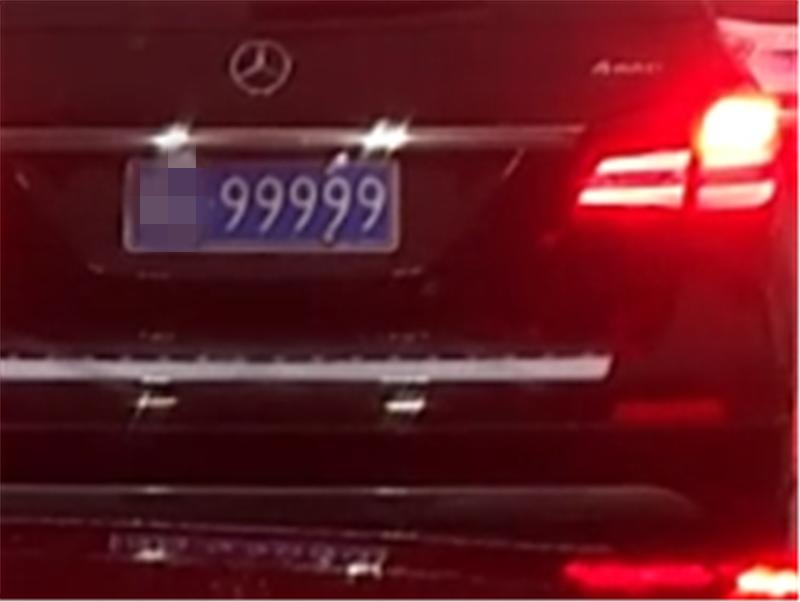 """济宁最贵奔驰GLS,6.6秒破百,挂""""九五之尊""""牌,车牌值250万"""