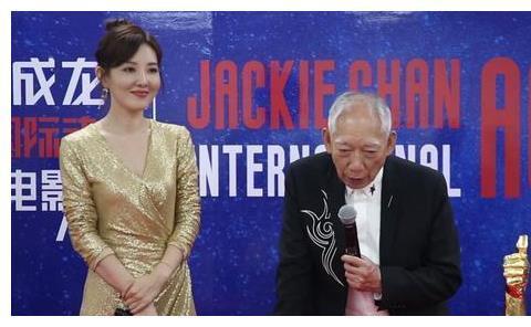 袁和平参加成龙电影节,却夸李连杰最能够打,网友:砸成龙场子?