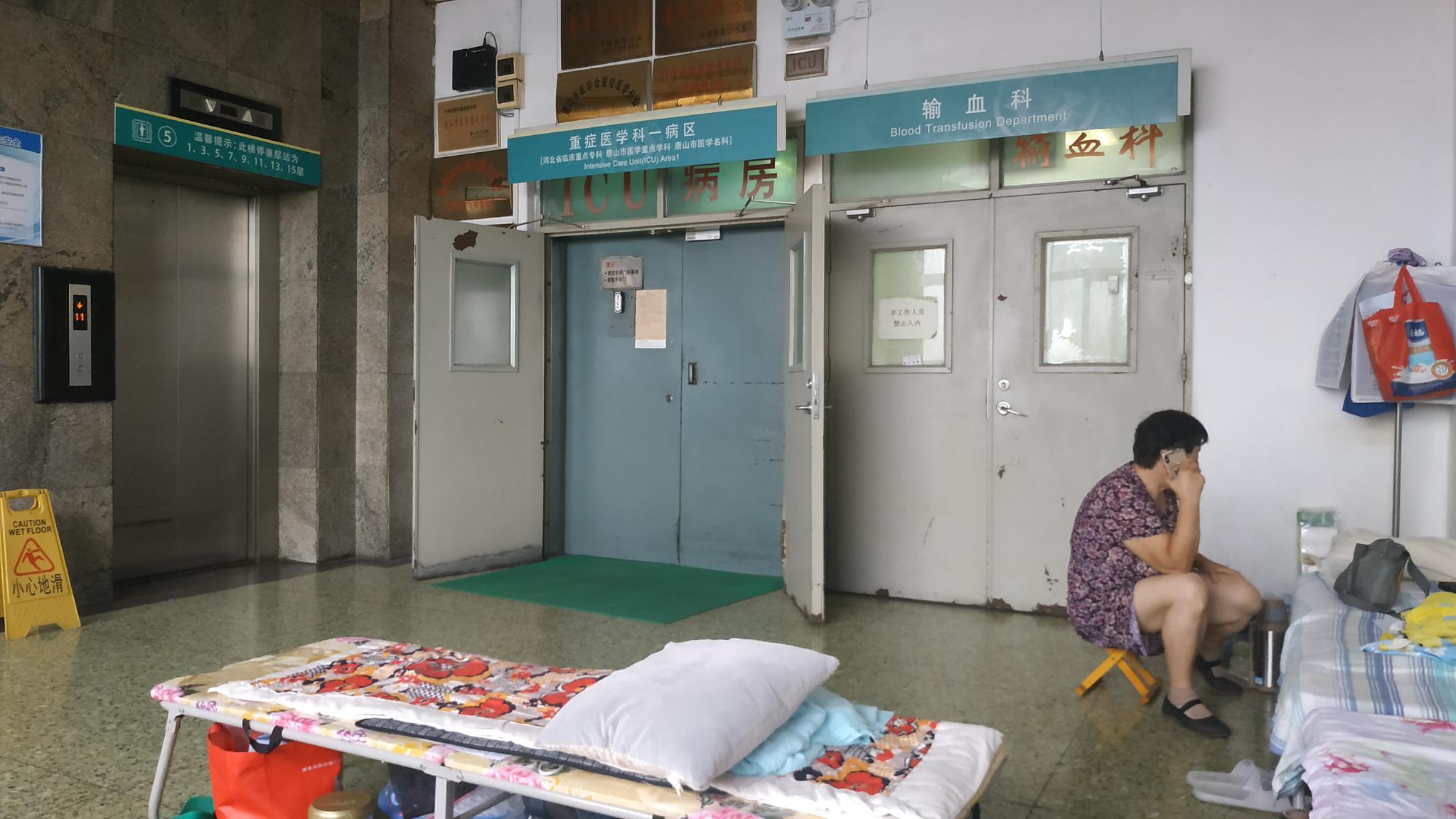 开滦集团唐山矿井事故中的5名安全升井者正在医院接受治疗,其中1人住在ICU。新京报记者 刘名洋 摄